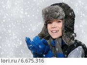 Мальчик в шапке-ушанке. Стоковое фото, фотограф Paleka / Фотобанк Лори
