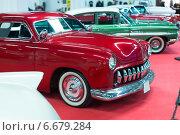 Купить «Red vintage car», фото № 6679284, снято 20 октября 2018 г. (c) Яков Филимонов / Фотобанк Лори