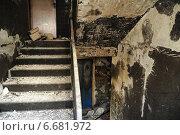 Купить «Подъезд типового девятиэтажного дома после пожара», эксклюзивное фото № 6681972, снято 15 марта 2012 г. (c) Сайганов Александр / Фотобанк Лори