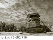 Деревянная шатровая ветряная мельница (2014 год). Редакционное фото, фотограф Борис Горбатенко / Фотобанк Лори