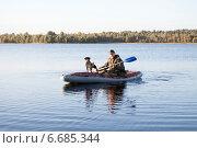 Охотник с собакой в надувной лодке, охота на уток. Стоковое фото, фотограф Мороз Елена / Фотобанк Лори