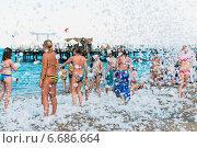 Купить «Пенная вечеринка на курорте, Кемер, Турция», фото № 6686664, снято 21 августа 2014 г. (c) Володина Ольга / Фотобанк Лори