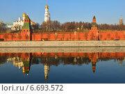Московский Кремль и его зеркальное отражение в Москве-реке (2014 год). Стоковое фото, фотограф Валерия Попова / Фотобанк Лори