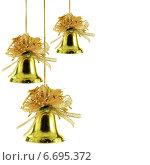 Купить «Золотистые новогодние колокольчики», фото № 6695372, снято 28 января 2020 г. (c) Роман Сигаев / Фотобанк Лори