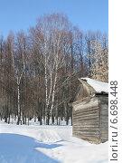 Купить «Зимний лес и сарай», эксклюзивное фото № 6698448, снято 19 марта 2012 г. (c) Наталья Федорова / Фотобанк Лори