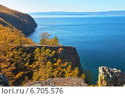 Купить «Байкал осенью. Вид на Малое Море с мыса Хобой», фото № 6705576, снято 3 октября 2009 г. (c) Виктория Катьянова / Фотобанк Лори