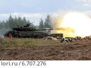 Купить «Выстрел из танка Т-64», фото № 6707276, снято 3 сентября 2013 г. (c) Сергей Попсуевич / Фотобанк Лори