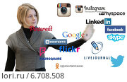 Купить «Девушка перебирает иконки социальных сетей», видеоролик № 6708508, снято 24 ноября 2014 г. (c) Кекяляйнен Андрей / Фотобанк Лори