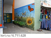 Berlin, Germany, colored mural in a doorway at the Marie Damm (2010 год). Редакционное фото, агентство Caro Photoagency / Фотобанк Лори