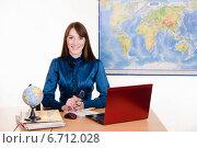 Купить «Молодая учительница географии за столом», фото № 6712028, снято 28 октября 2014 г. (c) Иванов Алексей / Фотобанк Лори