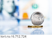 Купить «Один рубль на фоне банкноты в сто долларов», фото № 6712724, снято 23 ноября 2014 г. (c) Валерия Потапова / Фотобанк Лори