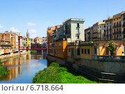 Купить «Picturesque homes on river bank in Girona», фото № 6718664, снято 12 июня 2014 г. (c) Яков Филимонов / Фотобанк Лори