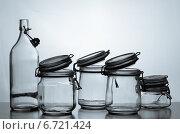 Стеклянные банки и бутылка на светлом фоне. Стоковое фото, фотограф Суворкин Владимир / Фотобанк Лори