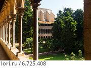 Купить «inner courtyard of Pedralbes Monastery», фото № 6725408, снято 26 мая 2018 г. (c) Яков Филимонов / Фотобанк Лори