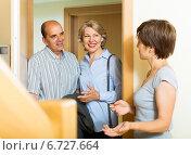 Купить «Happy elderly family couple visiting daughter», фото № 6727664, снято 17 июня 2014 г. (c) Яков Филимонов / Фотобанк Лори