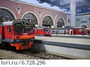 Купить «Пригородные электрички и поезда на Казанском вокзале в Москве», фото № 6728296, снято 27 ноября 2014 г. (c) Victoria Demidova / Фотобанк Лори