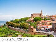 Купить «Вид на городок Монтальчино. Тоскана, Италия», фото № 6728732, снято 13 мая 2014 г. (c) Наталья Волкова / Фотобанк Лори