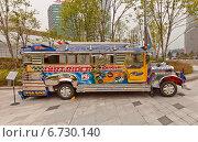 Купить «Фентази Автобус на выставке в Тондэмун Дизайн Плаза (DDP) в Сеуле, Южная Корея. Спроектирован по мотивам филиппинских Джипни», фото № 6730140, снято 28 сентября 2014 г. (c) Иван Марчук / Фотобанк Лори
