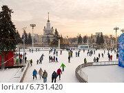 Купить «Каток на ВДНХ», фото № 6731420, снято 30 ноября 2014 г. (c) Наталья Волкова / Фотобанк Лори