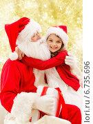 Купить «smiling little girl with santa claus», фото № 6735696, снято 14 сентября 2014 г. (c) Syda Productions / Фотобанк Лори