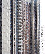 Купить «Фрагмент многоэтажного многоквартирного жилого дома. Москва», эксклюзивное фото № 6735836, снято 23 июля 2014 г. (c) lana1501 / Фотобанк Лори