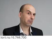 Купить «Бизнесмен скептически поднял бровь», фото № 6744700, снято 9 февраля 2014 г. (c) Александр Лычагин / Фотобанк Лори