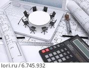 Купить «Круглый стол с офисными стульями на открытом ноутбуке, чертежные инструменты, калькулятор и чертежи», иллюстрация № 6745932 (c) Кирилл Черезов / Фотобанк Лори