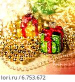 Купить «Золотой декор и новогодние игрушки», фото № 6753672, снято 15 декабря 2011 г. (c) ElenArt / Фотобанк Лори