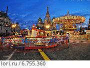 Купить «Детские аттракционы. ГУМ-ярмарка на Красной площади в Москве вечером», эксклюзивное фото № 6755360, снято 3 декабря 2014 г. (c) lana1501 / Фотобанк Лори