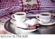 Купить «Две чашки кофе на подносе в постели», фото № 6756620, снято 4 декабря 2014 г. (c) SummeRain / Фотобанк Лори