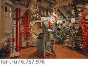Купить «Рулевой отсек с множеством вентилей и приборов в музее Подводная лодка С-56 во Владивостоке. Музейный зал», эксклюзивное фото № 6757976, снято 26 июля 2014 г. (c) Ольга Липунова / Фотобанк Лори