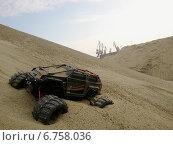 Радиоуправляемый автомобиль застрял в песке. Стоковое фото, фотограф Дмитрий Петрович Лядов / Фотобанк Лори