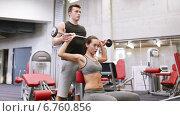 Купить «man and woman with barbell flexing muscles in gym», видеоролик № 6760856, снято 1 декабря 2014 г. (c) Syda Productions / Фотобанк Лори