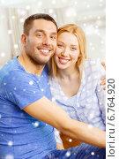 Купить «happy couple hugging at home», фото № 6764920, снято 9 февраля 2014 г. (c) Syda Productions / Фотобанк Лори