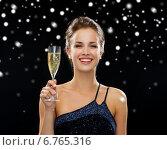 Купить «smiling woman holding glass of sparkling wine», фото № 6765316, снято 1 июня 2014 г. (c) Syda Productions / Фотобанк Лори