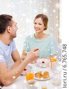 Купить «smiling couple having breakfast at home», фото № 6765748, снято 9 марта 2014 г. (c) Syda Productions / Фотобанк Лори