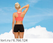Купить «sporty woman touching her neck», фото № 6766124, снято 8 мая 2014 г. (c) Syda Productions / Фотобанк Лори
