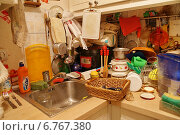 Купить «Захламлённая кухня», фото № 6767380, снято 13 ноября 2019 г. (c) Павел Москаленко / Фотобанк Лори