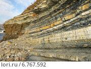 Купить «Чередование слоёв осадочных горных пород», эксклюзивное фото № 6767592, снято 4 октября 2014 г. (c) Dmitry29 / Фотобанк Лори