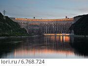 Саяно-Шушенская ГЭС в вечерних огнях (2014 год). Стоковое фото, фотограф Михаил Зверев / Фотобанк Лори