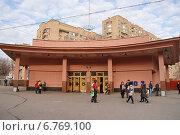 Купить «Станция метро Красносельская», фото № 6769100, снято 26 июня 2019 г. (c) Павел Москаленко / Фотобанк Лори