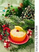 Купить «Салат коктейль в апельсине к новогоднему столу», фото № 6769444, снято 3 января 2014 г. (c) ElenArt / Фотобанк Лори