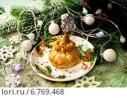 Купить «Куриная ножка в тесте к новогоднему столу», фото № 6769468, снято 23 декабря 2013 г. (c) ElenArt / Фотобанк Лори