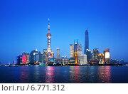 Купить «Вид на Шанхай в вечернее время, Китай», фото № 6771312, снято 20 мая 2014 г. (c) Iakov Kalinin / Фотобанк Лори
