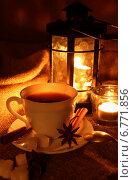 Купить «Чашка крепкого  кофе на фоне горящего фонаря», фото № 6771856, снято 7 декабря 2014 г. (c) Шуба Виктория / Фотобанк Лори