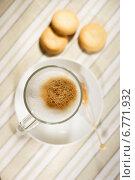 Купить «Кофейно-молочная пенка в фокусе», фото № 6771932, снято 7 декабря 2014 г. (c) Регина Гизбрехт / Фотобанк Лори