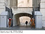 Купить «Швейцарские гвардейцы - охрана Ватикана», фото № 6773552, снято 5 мая 2014 г. (c) Наталья Волкова / Фотобанк Лори