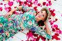 Красивая молодая женщина лежит на полу усыпанном лепестками, эксклюзивное фото № 6774492, снято 8 октября 2014 г. (c) Куликова Вероника / Фотобанк Лори