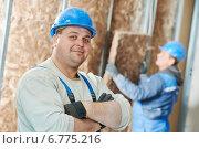 Купить «Construction worker at insulation work», фото № 6775216, снято 27 ноября 2014 г. (c) Дмитрий Калиновский / Фотобанк Лори