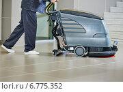 Купить «worker cleaning floor with machine», фото № 6775352, снято 26 августа 2014 г. (c) Дмитрий Калиновский / Фотобанк Лори